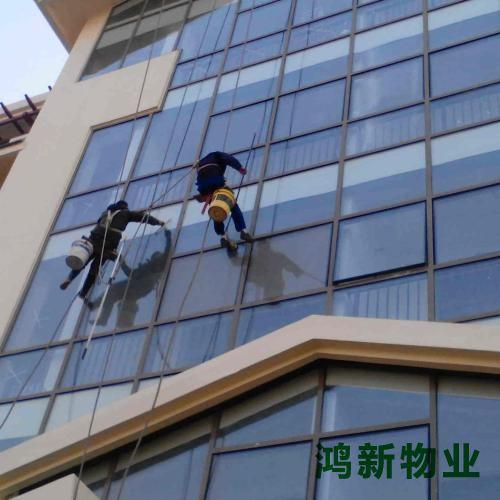 东莞的专业外墙玻璃保洁施工