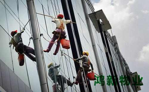 东莞的大厦外墙玻璃保洁收费