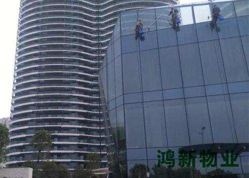 东莞的大楼外墙保洁的多少钱