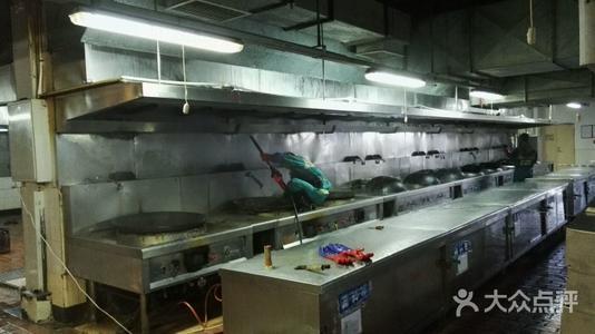东莞的厨房抽油烟机排烟管清洗