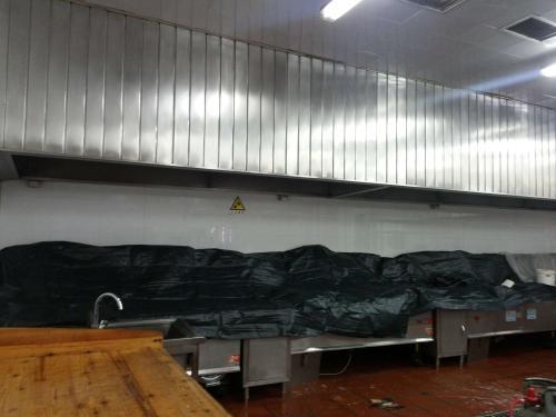 东莞的大型抽油烟机排烟管清洗